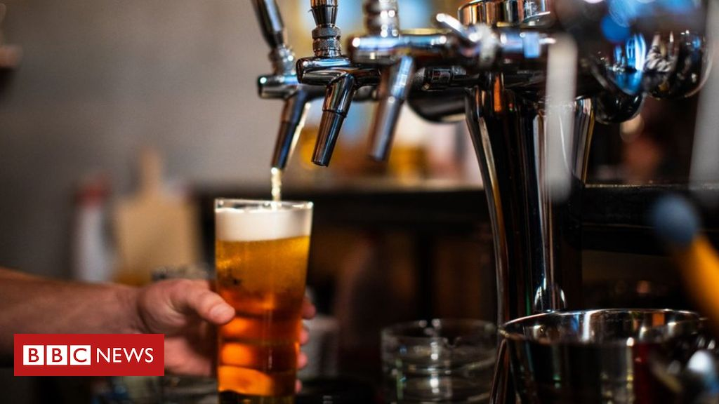 Coronavirus: Pubs asked to close by Irish government