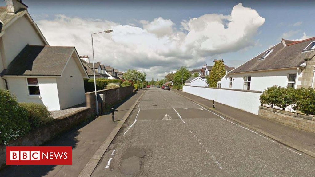 Murder probe after two men found dead in Paisley house