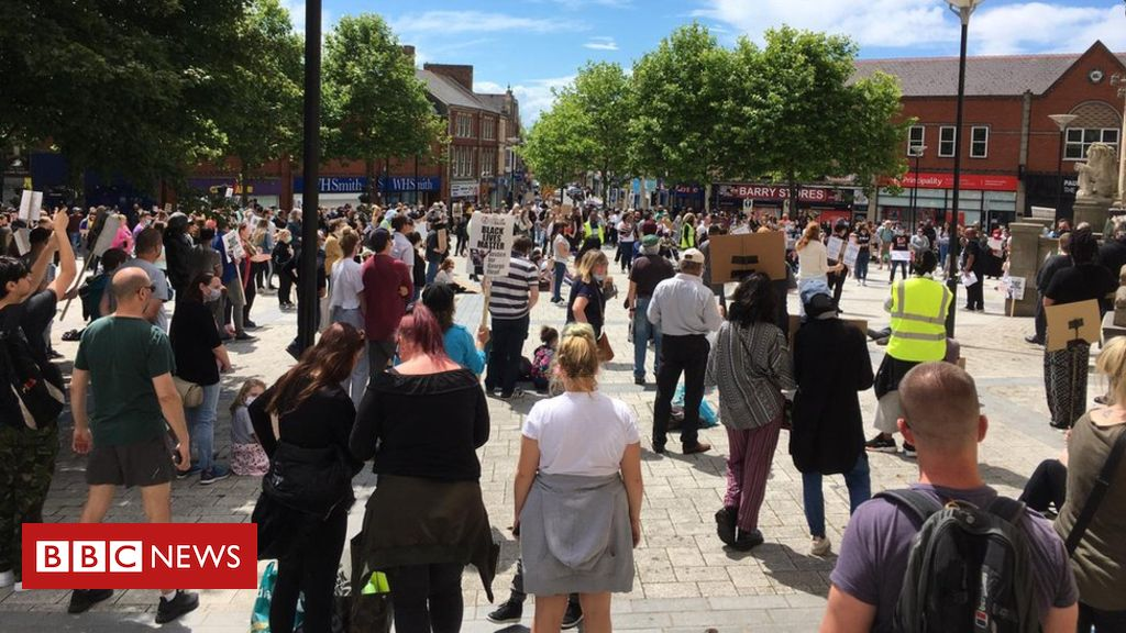 Black Lives Matter: Hundreds protest in Barry and Chepstow