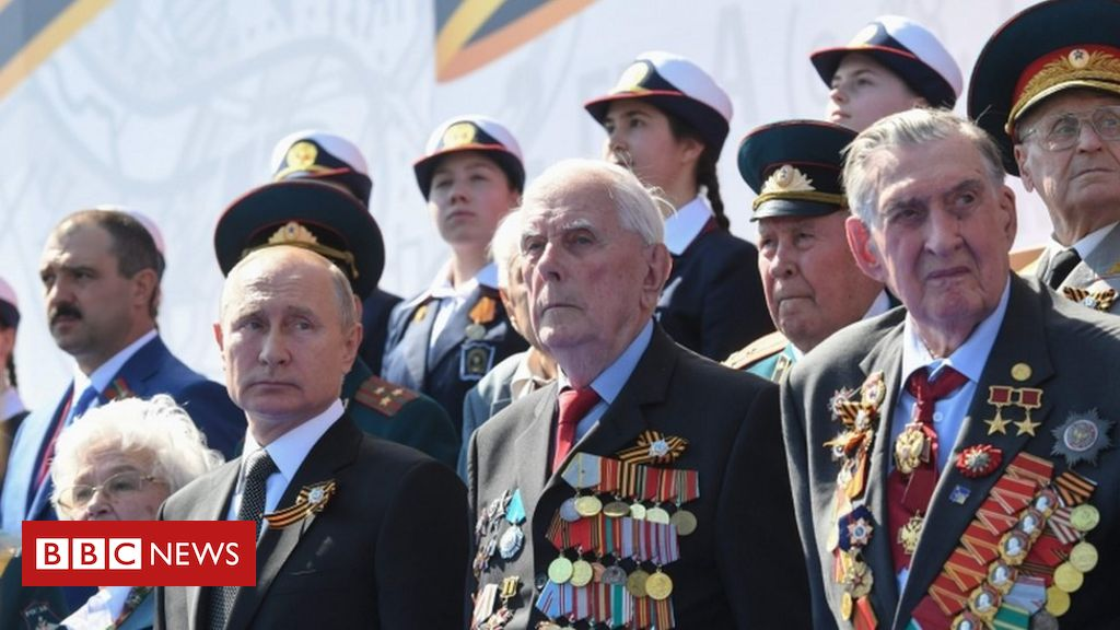 Russian parade defies pandemic as Putin stages power bid
