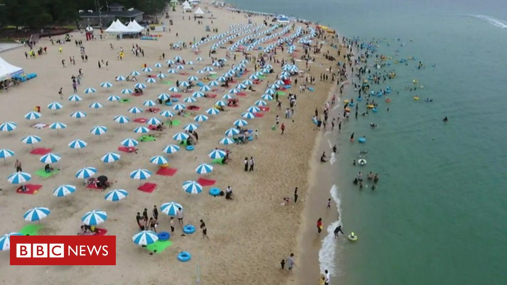 Coronavirus: Keeping the virus at bay on S Korea's beaches