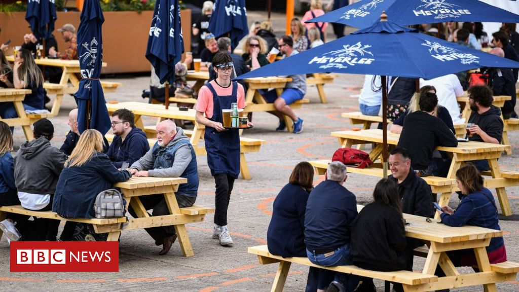 Covid in Scotland: Curfew for bars and restaurants takes effect